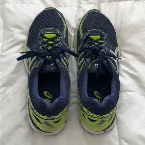 ASICS running shoes GT-3000